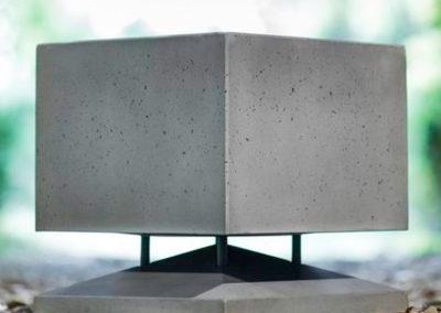 Cubino Beton, schön zu sehen ist die raue Oberfläche des Betons