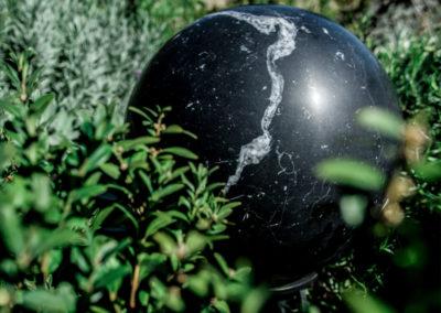 Sphere 360 in Marmor der Sorte Nero Marquina