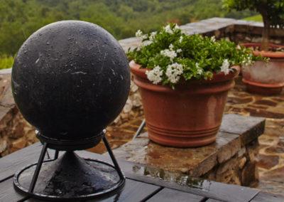 Nach dem Regen, Sphere 360 Lautsprecher in Marmor Black Marquina.