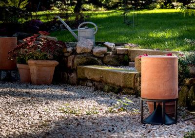 Terracotta, bekannt für Töpfe aus der Toscana. Lautsprecher von Architettura Sonora.