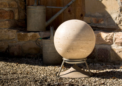 Sphere 470 Lautsprecher in Travertine, ein Liebling der Besucher. Made in Tuscany by Architettura Sonora.